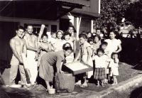 Making mochi, from left to right: Rocky Murakami, Clarence Yasu Mukawa, Clifford Araki, Edith Mukawa, Edna & Bull Okuno, Miki Murakami, Sachi Araki [Courtesy of James Kawashima]